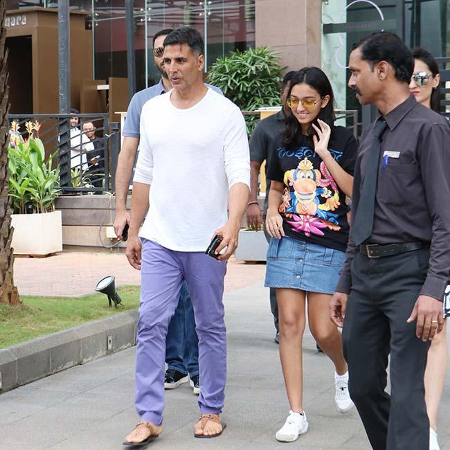 Akshay Kumar Looks Handsome in Casual Avatar