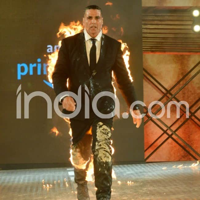 Akshay Kumar sets himself on fire