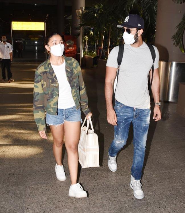 Alia Bhatt Ranbir Kapoor Snapped at Mumbai Airport