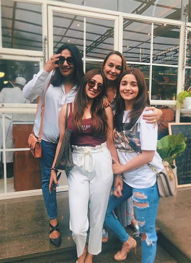 Alia Bhatt s celebrates Friendship Day With Mom