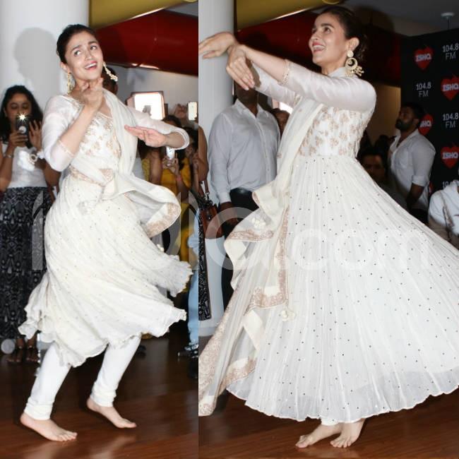 Alia performs Ghar More Pardesiya