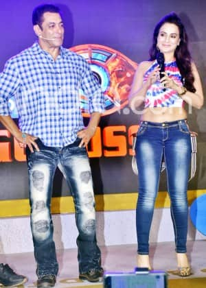 Ameesha Patel Looks Hot in Crop Top And Jeans as She Joins Salman Khan at Bigg Boss 13 Launch