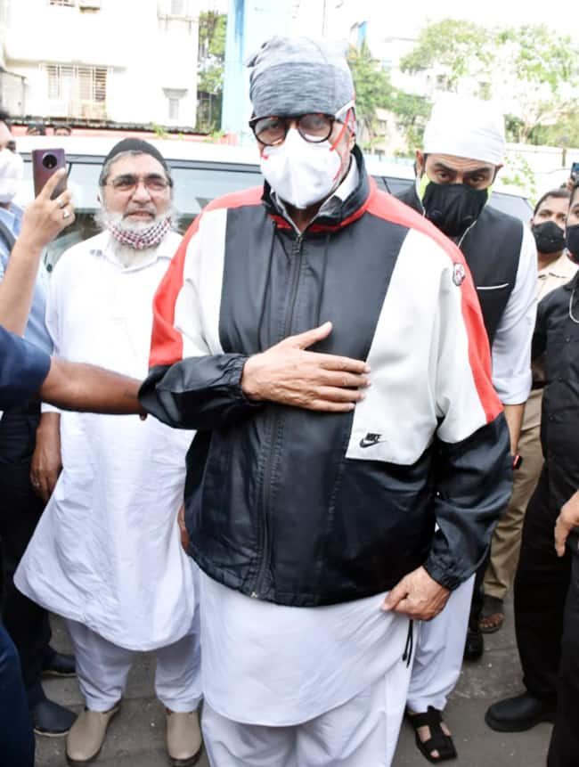 Amitabh Bachchan clicked at Dilip Kumar s funeral