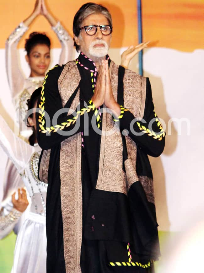 Amitabh Bachchan pays homage to the martyrs of 26 11 attacks
