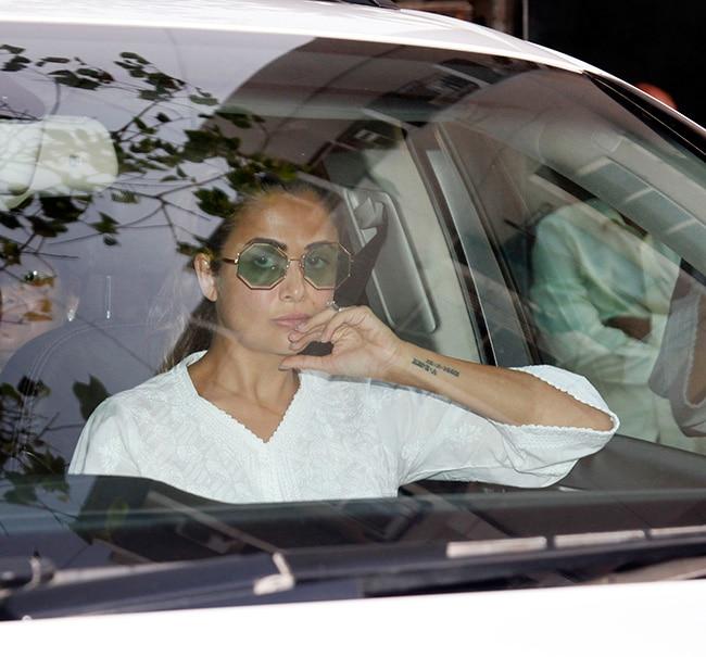 Amrita Arora snapped at Salman Khan   s house