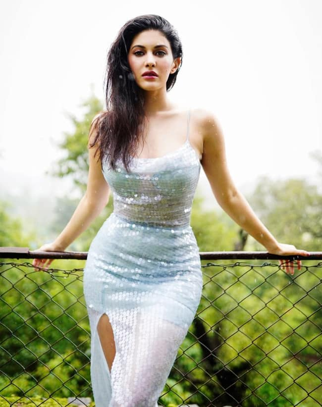 Amyra Dastur looks drop dead gorgeous in the blingy dress