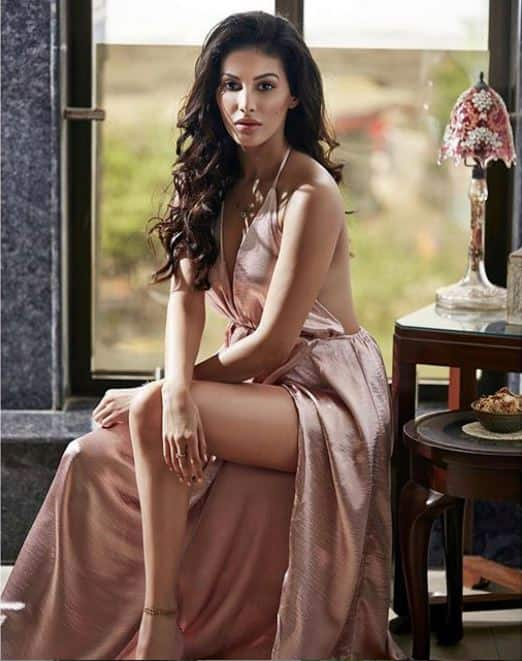 Amyra Dastur s hotness will bring big grin on your face