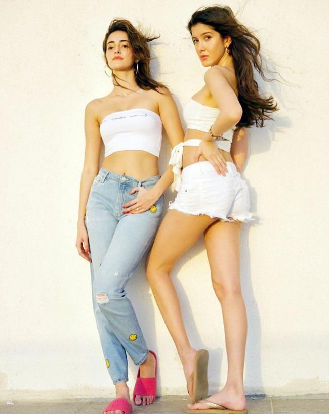 Ananya and Shanaya strike hot poses without Suhana