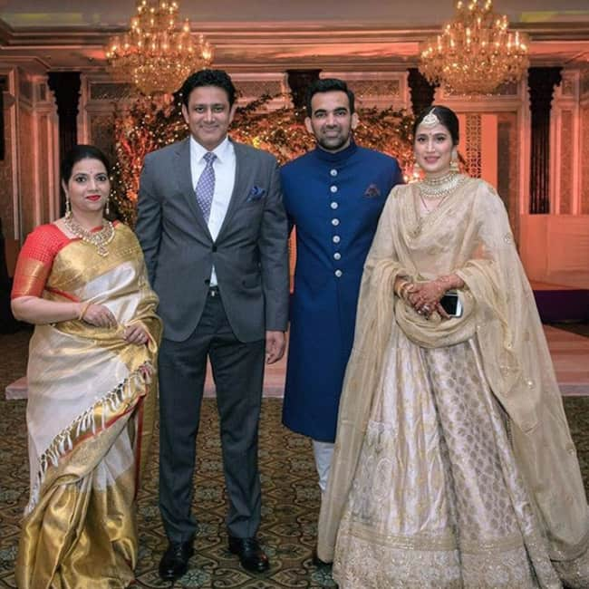 Anil Kumble with wife Chethana at Zaheer Khan and Sagarika Ghatge   s wedding reception