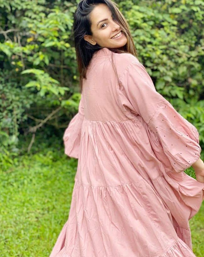 Anita Hassanandani rocks a simple dress that super comfortable for expecting moms