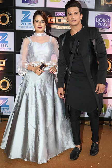 Anita Hassanandani with husband Rohit Reddy at red carpet of Zee Gold Awards 2017