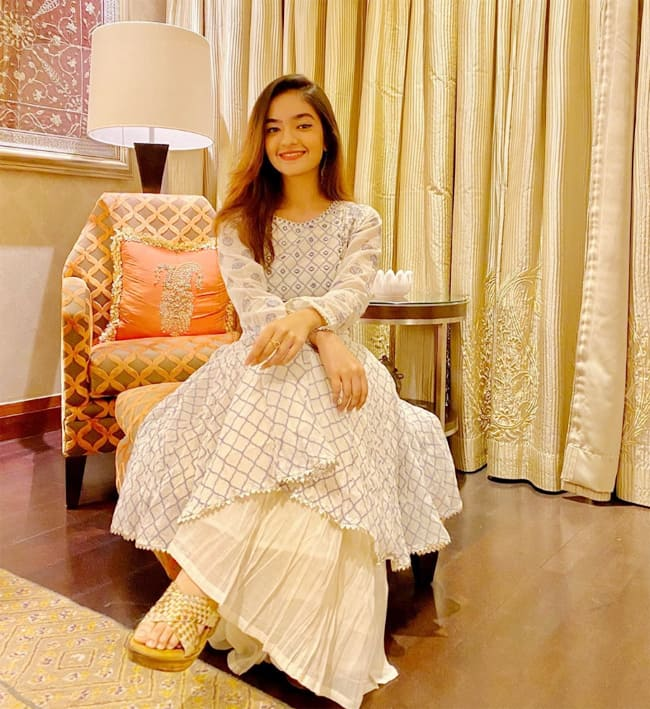 Anushka Sen   s Parents Gift Her Watch Worth Rs 50 000 As Her Birthday Present