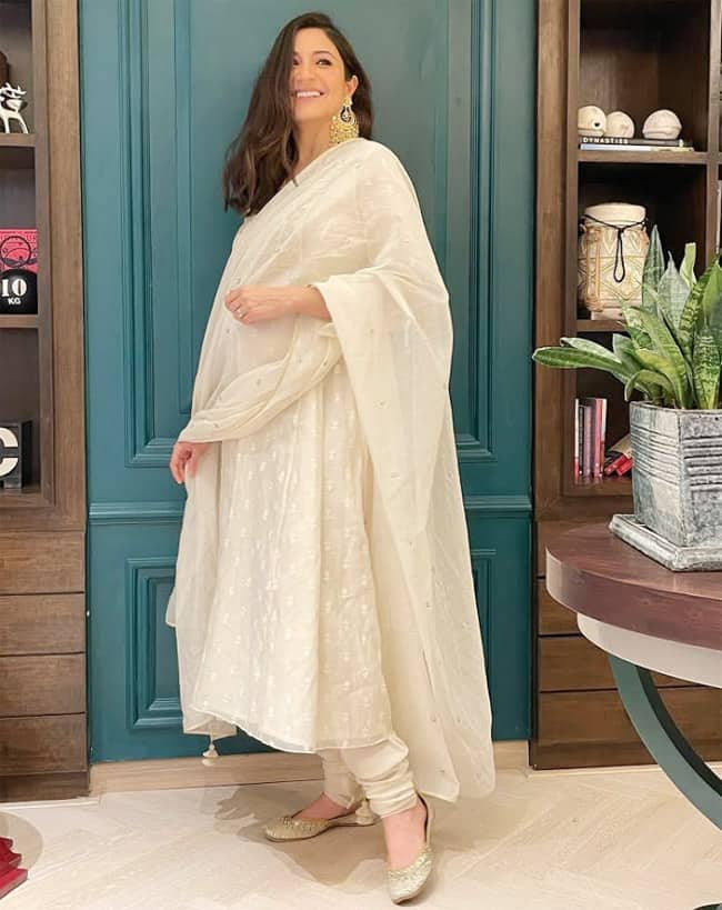 Anushka Sharma flaunts her baby bump in a white suit this Diwali