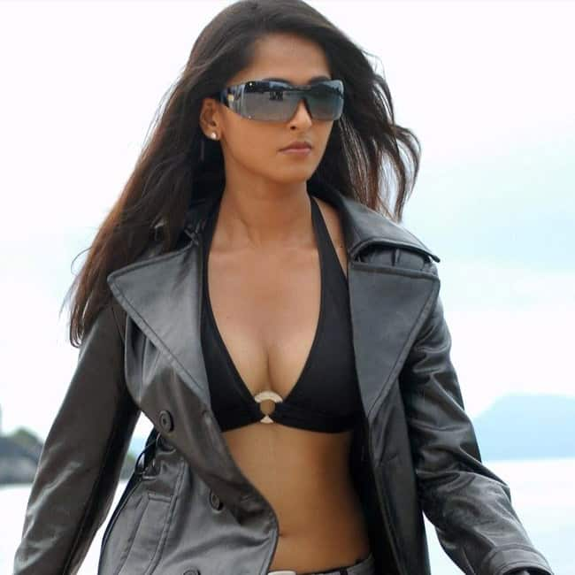 Anushka Shetty flaunting her cleavage in sexy shoot