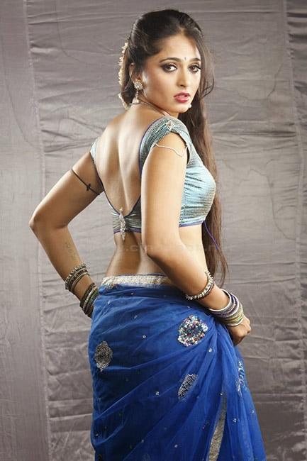 Anushka Shetty flaunting her sexy back in hot shoot