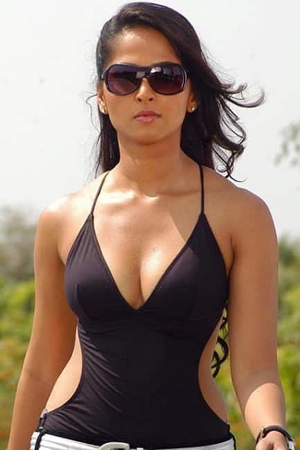 Anushka Shetty flaunting her sexy curves