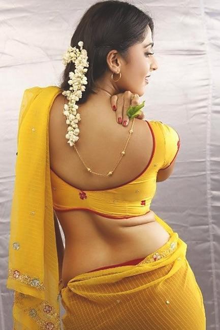 Anushka Shetty flaunts her sexy back
