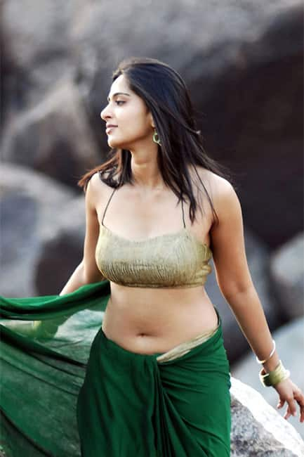Anushka Shetty flaunts her toned body in this picture