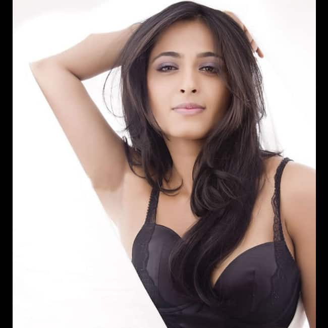 Anushka Shetty looks black hot in this picture