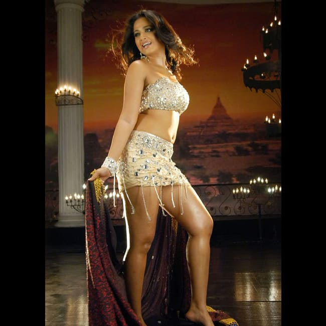 Anushka Shetty looks jaw dropping sexy in this picture