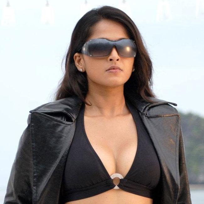 Anushka Shetty looks super sexy in her bold avatar