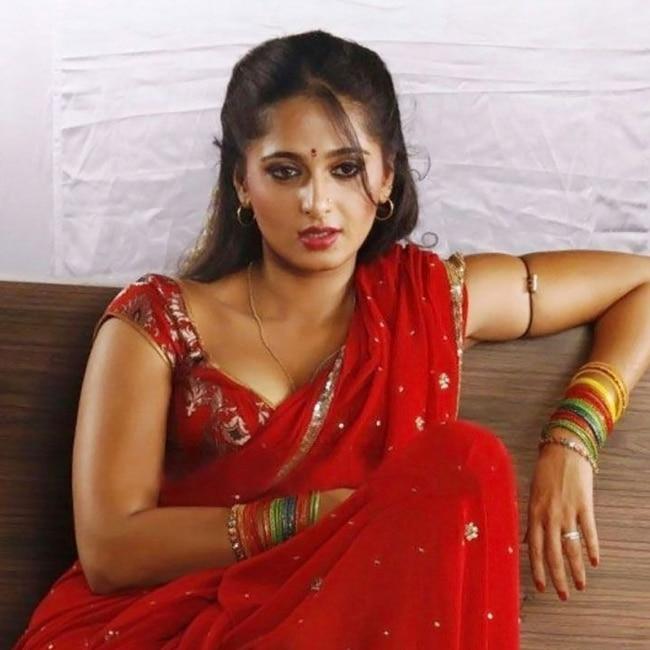 Anushka Shetty poses for a seductive picture