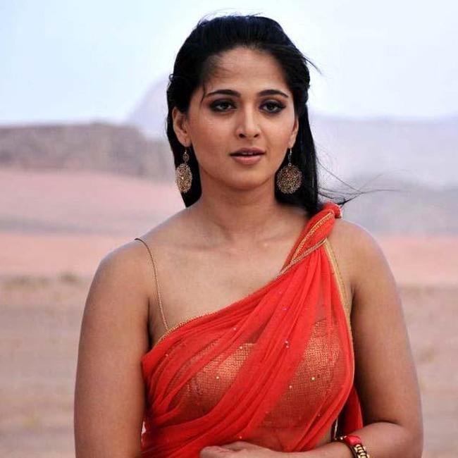Anushka Shetty poses for hot pic