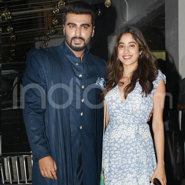 Arjun Kapoor and Janhvi Kapoor pose together