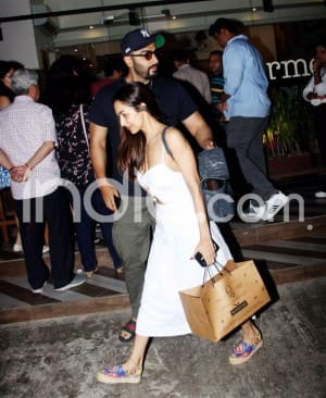 Arjun Kapoor-Malaika Arora go Out For Dinner on Sunday Looking Stylish Together - Check Viral Pics