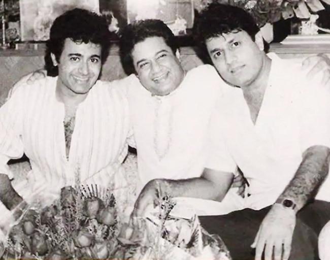 Arun Govil Posing With Mahabharat's Krishna Aka Nitish Bhardwaj and Anup Jalota