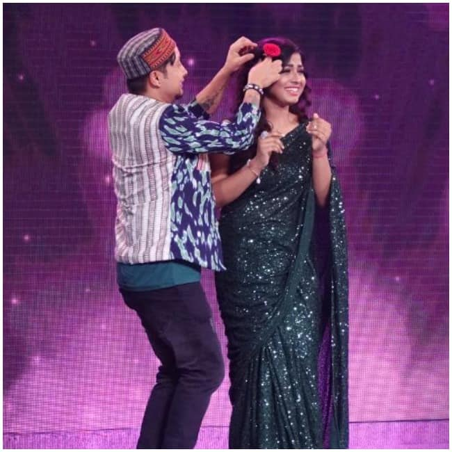 Arunita Kanjilal and Pawnadeep Rajan Share Stage As They Dance Together on  Chod Do Aanchal