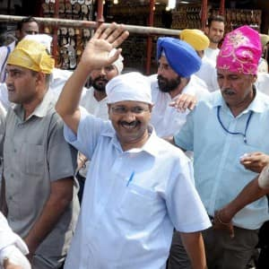 Arvind Kejriwal visits Golden temple, faces 'pamphlet protest'
