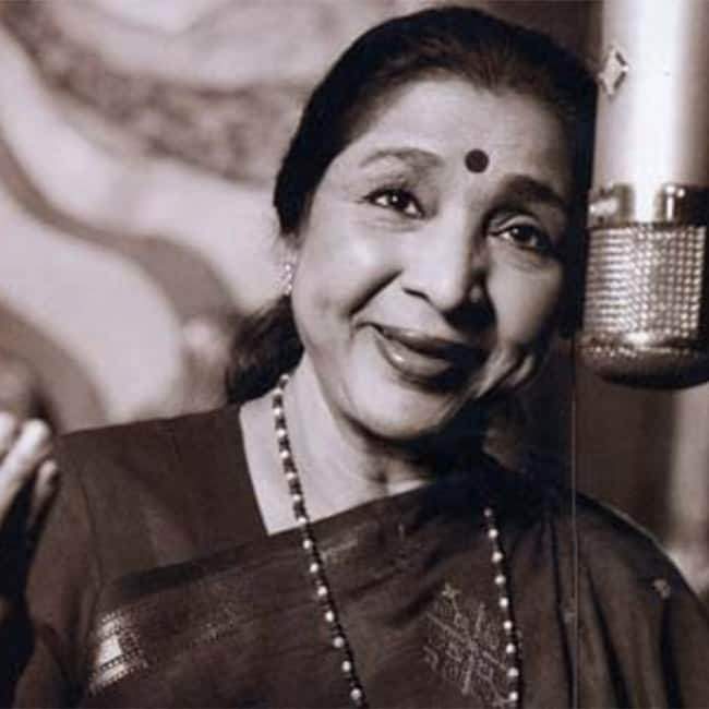 Asha Bhosle   s Piya Tu Ab To Aja from Carvan movie