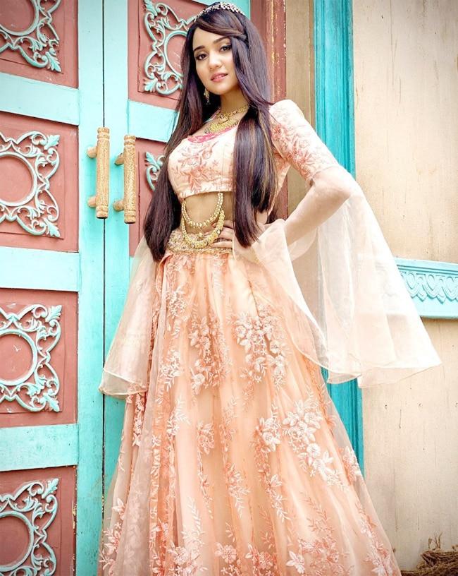 Ashi Singh Shares Her First Look as Princess Yasmine