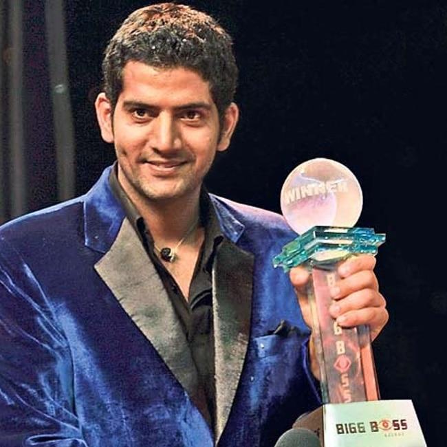 Ashutosh Kaushik as winner of Bigg Boss Season 2