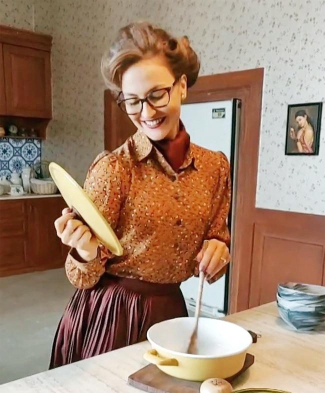 Aunt Elli  Pretends to Cook
