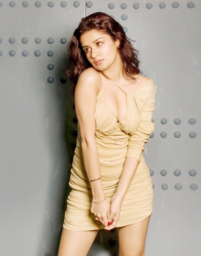 Avneet Kaur Looks Hot