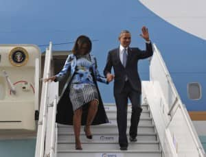 US President Barack Obama and first Lady Michelle Obama arrive in New Delhi