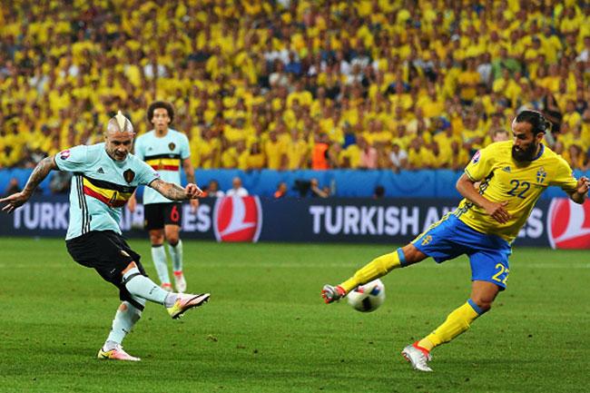 Belgium   s Radja Nainggolan scores the first goal against Sweden in UEFA EURO 2016