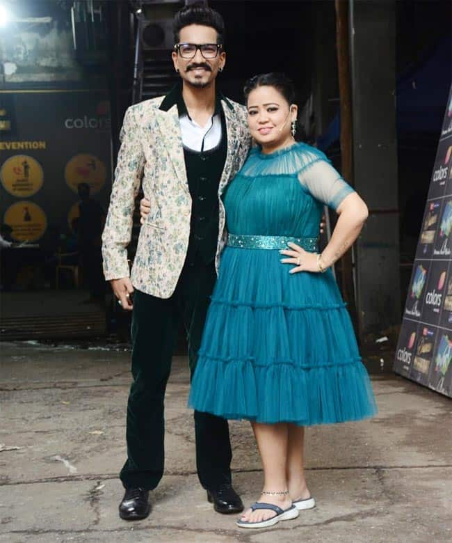 Bharti Singh poses with Haarsh Limbachiyaa after her terrific weight loss journey