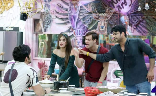 Bigg Boss 13  Sidharth Shukla Taking Stand For Asim Riaz  Fights With Paras Chhabra