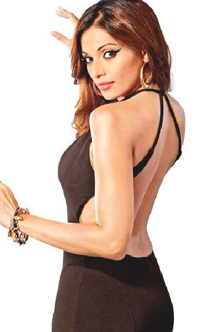 Bipasha Basu flaunts her sexy back in this pic
