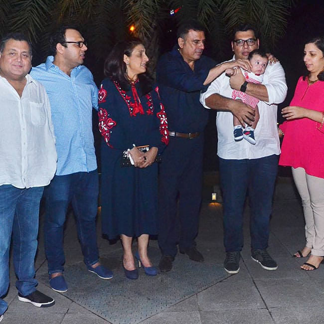 Boman Irani snapped with complete family
