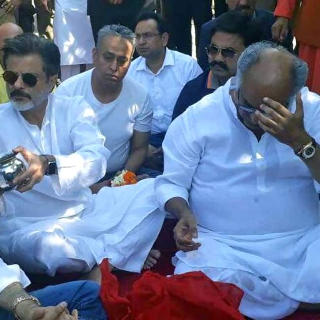 Boney Kapoor in tears during Sridevi   s ash immersion ceremony