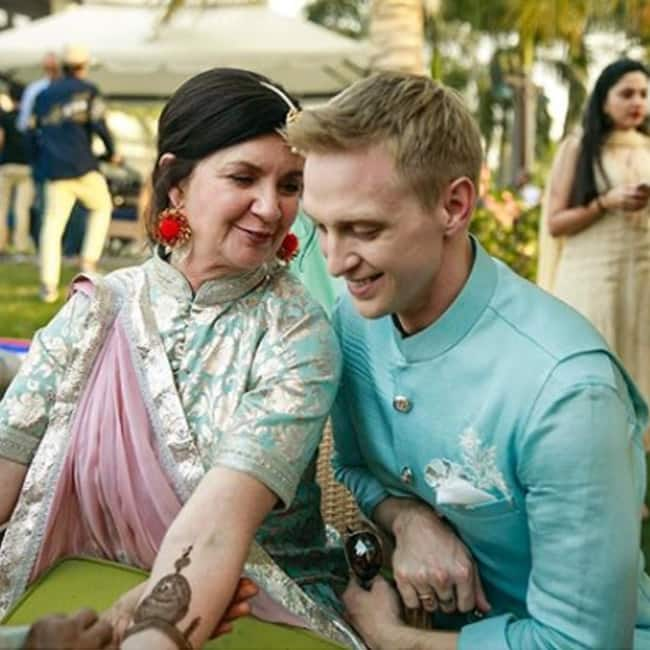 Brent Goble with his mother during the mehendi ceremony