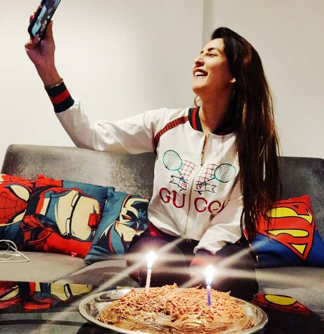 Chahatt Khanna is all excited to cut her birthday cake