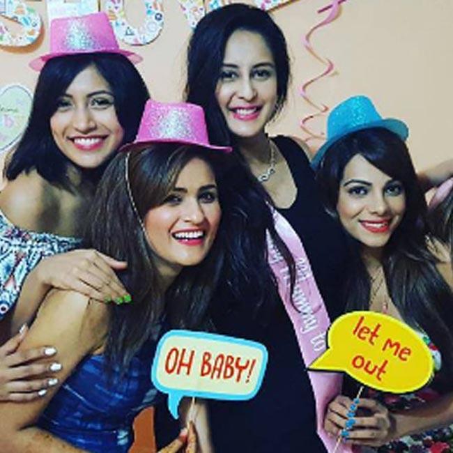 Photos Bade Achhe Lagte Hain Actress Chahat Khanna Receives