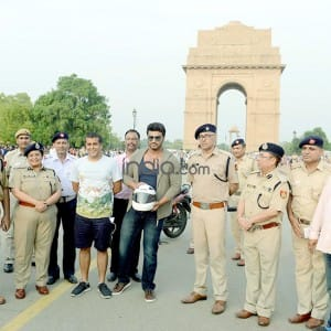 Arjun Kapoor promotes 'Half-Girlfriend' and traffic safety in Delhi, see pics