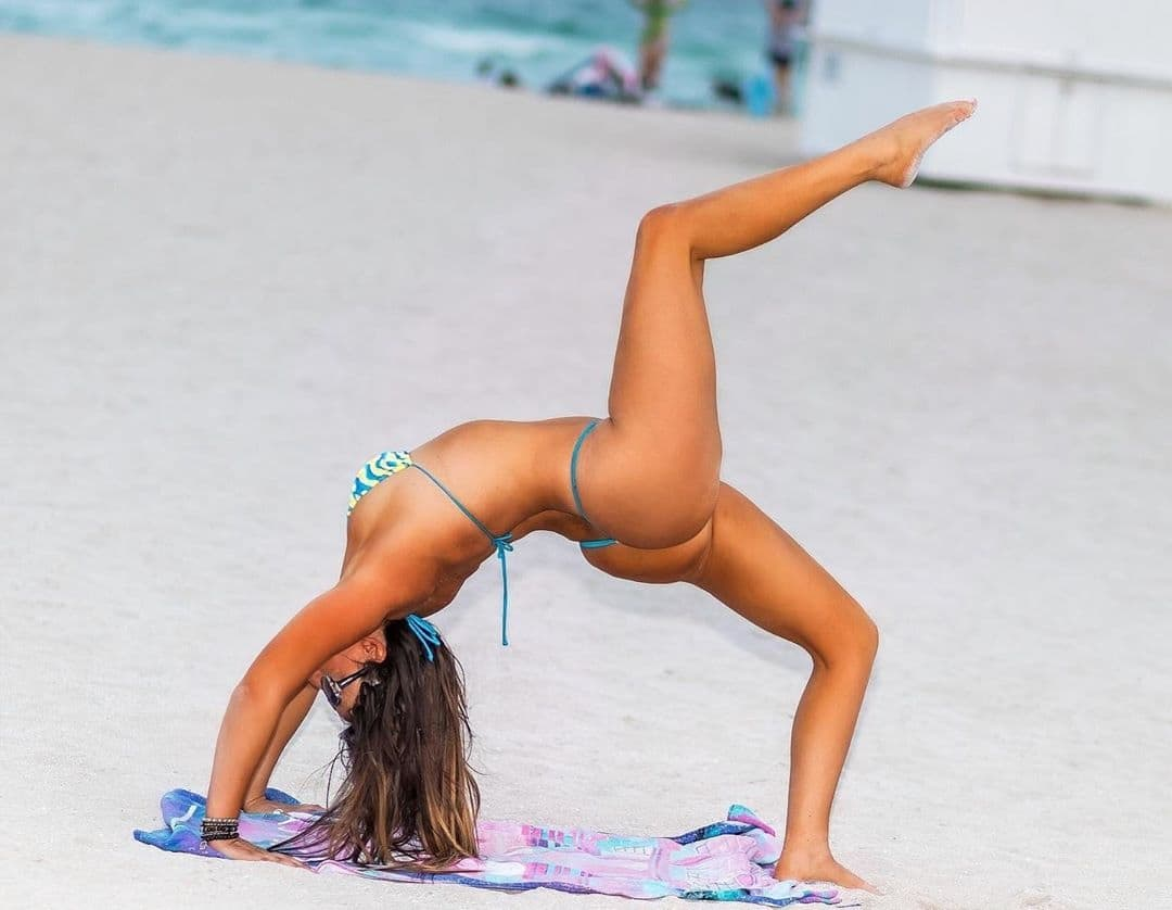 Claudia Romani's Flexes Like a Pro