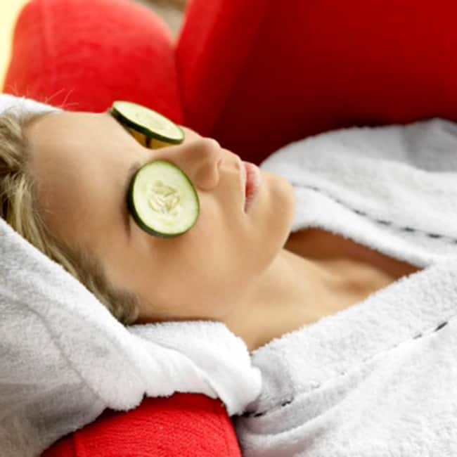 Cucumbers helps to get rid of dark circles